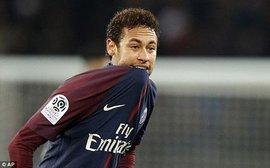 Cavani đá hỏng penalty, Neymar đóng vai người hùng giúp PSG có 3 điểm