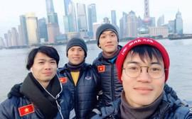 Công Phượng nuôi tóc dài, dàn cầu thủ U23 Việt Nam thoải mái trước giờ G