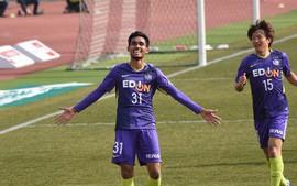 Chân sút số 1 Thái Lan đi vào lịch sử, với bàn thắng đầu tiên ở Nhật Bản