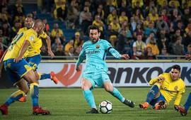 Messi lập tuyệt phẩm sút phạt chưa đủ giúp Barca có 3 điểm