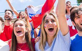 """LĐBĐ Argentina bị chỉ trích vì bày Messi và đồng đội cách """"thả thính"""" phụ nữ Nga"""
