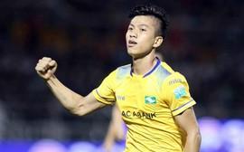 Quảng Nam 1-1 SLNAL: Phan Văn Đức tiếp tục ghi bàn