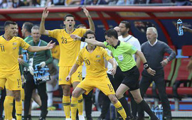 Fan tranh cãi dữ dội quyết định thổi penalty cho Pháp, dù trọng tài đã dùng công nghệ VAR