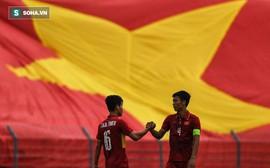 """Báo châu Á chỉ ra """"sai lầm chết người"""" của Kiatisuk, khuyên Zico hãy đến Việt Nam"""