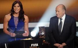 Nữ cầu thủ tố bị chủ tịch FIFA sàm sỡ ngay lúc trao Quả bóng vàng