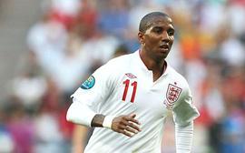 Ở tuổi 'băm', Young vẫn hữu dụng với tuyển Anh