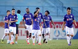 """Hà Nội dâng ngôi vương V-League cho Quảng Nam sau kịch bản """"điên rồ"""" đến khó tin"""