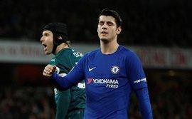 Sảy chân phút bù giờ, Chelsea ngậm ngùi