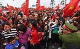 Nội Bài quá chật cho tình yêu của người hâm mộ dành cho U23 Việt Nam