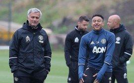 Bị chê bai đủ đường, Mourinho vẫn sắp phá kỷ lục của Sir Alex
