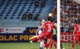 Trọng tài không thổi phạt đền khiến HAGL 'mất vé' vào tay CLB Hà Nội là đúng?