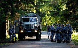 Nga bất ngờ điều xe bọc thép và lính vây chặt khách sạn của ĐT Anh