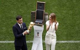 Khai mạc World Cup 2018: Iker Casillas khoe cúp vàng với toàn thế giới