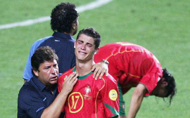Tây Ban Nha - Bồ Đào Nha: Ramos có khiến Ronaldo 'khóc thét' như Salah?