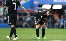 Không chỉ đá hỏng penalty, Messi còn đánh dấu một cột mốc tồi tệ