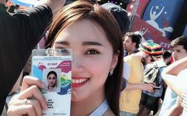 Hoa hậu Việt Nam tới sân dự khán, cổ vũ Đức trước Mexico