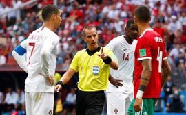 World Cup 2018: Cầu thủ Morocco tố trọng tài lén lút xin áo đấu của Ronaldo