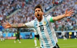 Khoảnh khắc thiên tài mang tên Messi lên tiếng, Argentina nghẹt thở lách qua khe cửa hẹp