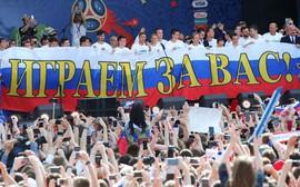 Hàng vạn fan tri ân tuyển Nga sau thành tích lịch sử tại World Cup 2018