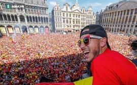 Thủ đô Bỉ ngập sắc đỏ, chào đón bầy Quỷ về nhà