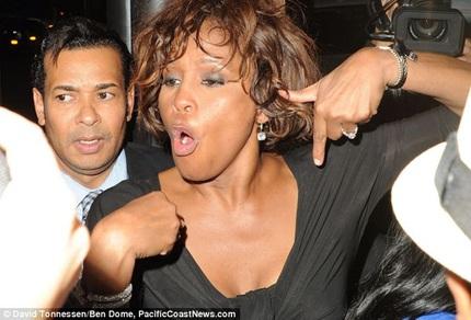FBI công bố đời tư đau khổ của Whitney Houston 3