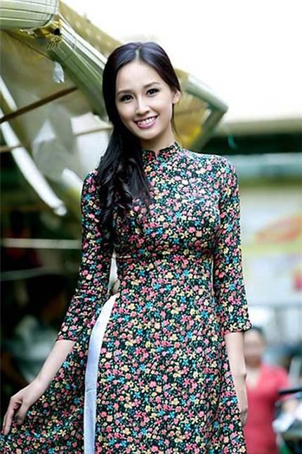 9 mẫu áo dài cách tân ấn tượng của sao Việt