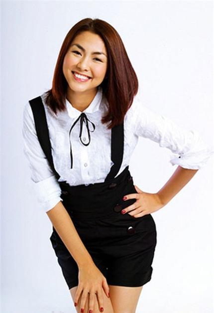 Nụ cười Tăng Thanh Hà: Thánh thiện và viên mãn