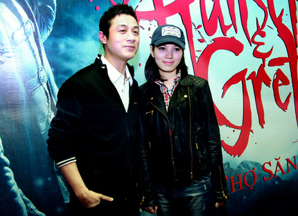 MC Anh Tuấn đưa vợ mới đi xem phim