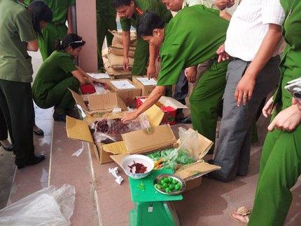 Kinh hoàng mứt trái cây bằng nhựa tuồn vào Việt Nam 1