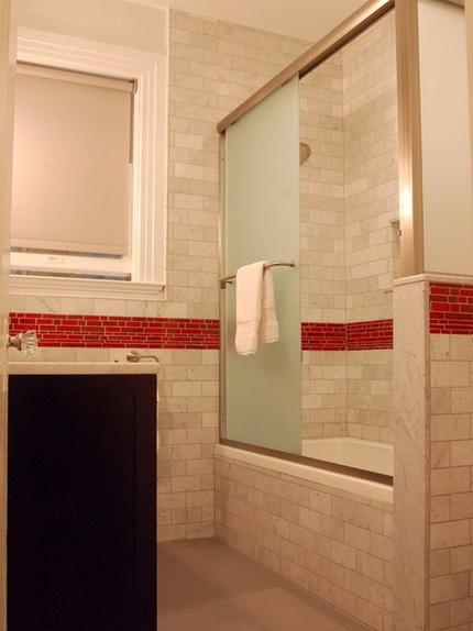 eed3926cachbaitriphongtamantuo Chia sẻ 6 cách bài trí phòng tắm ấn tượng với gam màu đỏ