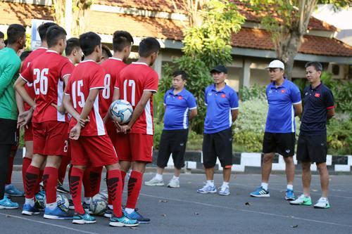 U19 Việt Nam đã đặt được vé máy bay, sẽ về nước trong ngày mai