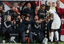 Pogba phớt lờ, không thèm bắt tay HLV Mourinho