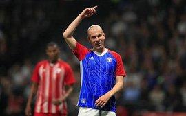 Zidane lập siêu phẩm đá phạt, đánh bại đội bóng của Wenger