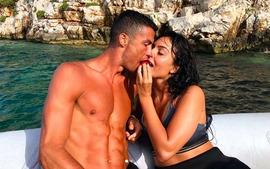 Giữa tin đồn sang Juventus, Ronaldo đi biển nghỉ mát cùng bạn gái xinh đẹp