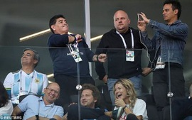 Maradona bị 2 nhà báo nữ tố phân biệt chủng tộc với fan Hàn Quốc