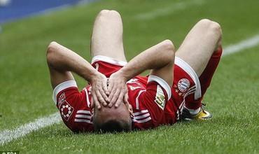 Ribery quằn quại nằm sân, nguy cơ giải nghệ vì chấn thương nặng
