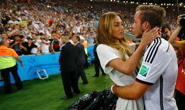 Trai đẹp Mario Gotze đính hôn với siêu mẫu nội y