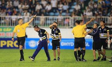 CLB Hà Nội nhận 5 án phạt vì những hình ảnh xấu xí ở trận gặp HAGL