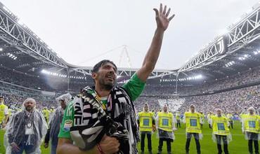 Xúc động nghẹn ngào ngày thủ môn huyền thoại Buffon chia tay Juventus