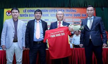 Vừa tới Việt Nam, HLV Park Hang Seo nói gì về kịch bản bị sa thải sớm?