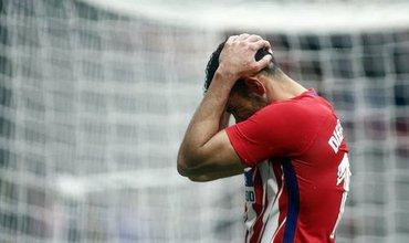 Ghi bàn giúp đội nhà bám đuổi Barca, Diego Costa lĩnh thẻ đỏ